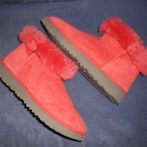 UGG Red Suede/Fleece Fur Low Boots sz 6
